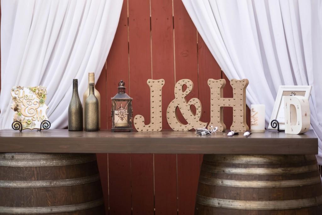 Backyard-Wedding-Dessert-Bar